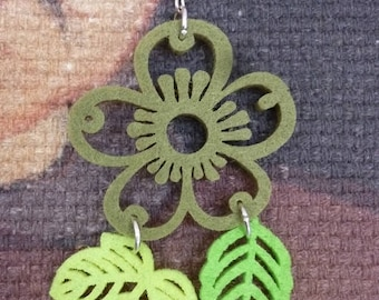 Flower and leaf earrings in green felt