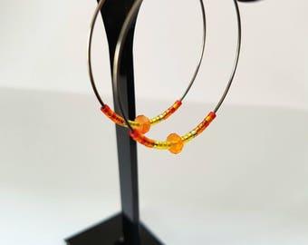 JEWELED - Hoop earrings in surgical steel with orange and Red Miyuki beads and carnelian gemstone