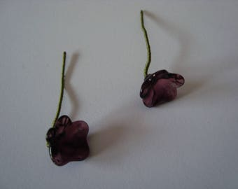2 small flowers in violet glass