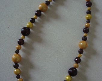 Fashion necklace with Brown and yellow reflection