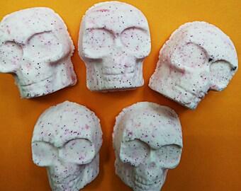 Skull Bath Bombs / Glitter Bath Bombs / Skull Bath Bombs / Bath Fizzies / Halloween Favors / Bath Bomb Set / Bath Fizzies