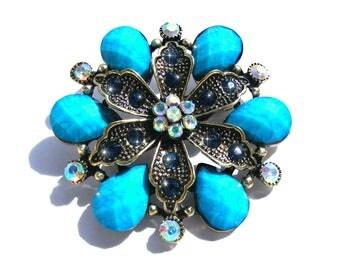 Broche bronze fleur cristal et strass bleu et multicolore AB.
