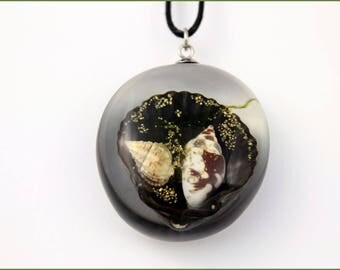 Pendant with shells in resin, Necklace with shells, Pendant with shells, For gift, Original Necklace, Christmas gift for her, Resin pendant
