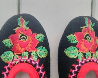 Slippers embroidered wool size 37