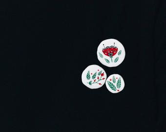 Set of small botanical brooches