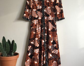 1970's Retro print maxi robe/dress • Housecoat • Duster Jacket • Ruffle Trim • 70's Print • Brown • Orange • Vintage • Hippie • Boho • Cute