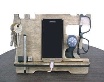 """Phone docking """"vintage"""",docking station, fathers day gift, birthday, gift for men, gift for husband, wooden stand, wood smartphone dock."""