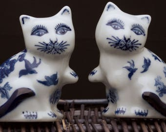Rare Blue Willow Cat Salt and Pepper Shakers