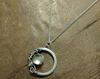 Green quartz circle pendant