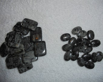 Black and grey agate beads