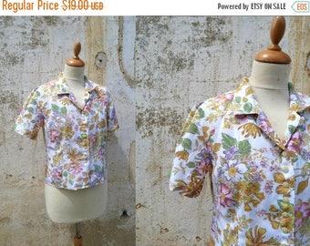 ON SALE 1980s Vintage tea party garden floral viscosa  blouse  size S