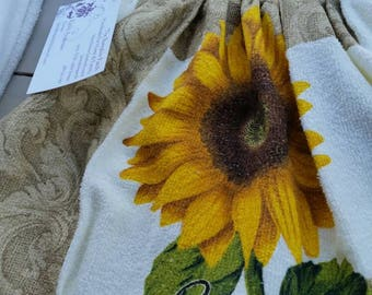 KitchenTowel with Pot Holder Top - Sunflowers