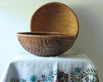 Pair of vintage woven bamboo baskets - storage bowl - round bohemian wall hanging decor