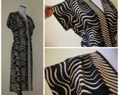 80s graphic print dress. New Wave style dress-abstract wavy stripes and a hint of fuchsia hot pink at front faux wrap dress detail. M-L.