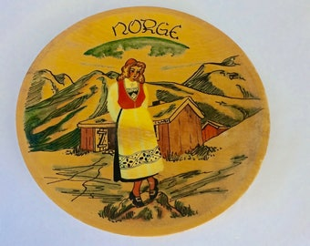 Norwegian Plate, wooden plate, souvenir wood plate, Norway souvenir, 9 inch plate, Norway, hand painted, Heidi-look plate, Norwegian cabin
