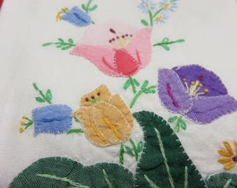 Vintage Linen Tea Towel or Guest Embroidered and Appliqué  Hand Towel 1940 1950