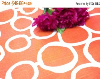 ON SALE GEOMETRIC Circles Linens - Colors -Tablecloths,  Freehanded Circle , Links, Wedding, Bridal, Shower