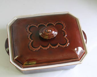 Vintage Villeroy and Boch casserole Brown scallop design