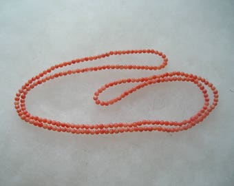 Dainty Angel Skin Coral Bead necklace Vintage