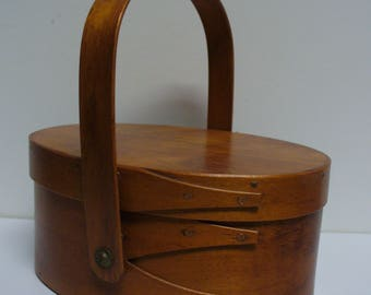 Medium Wooden 3 Finger Shaker Oval Carrier with Lid