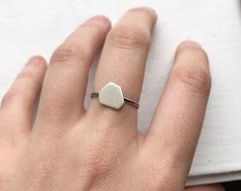 Polygon stacking ring