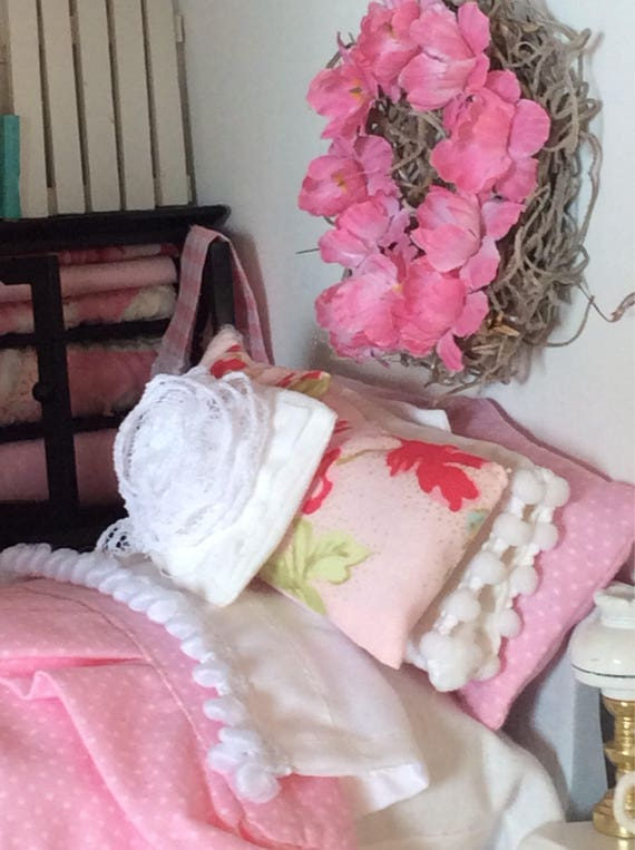 Miniature Dollhouse Handpainted Sleigh Bed and Pink and White Cottage Style bedding Set-1:12 scale
