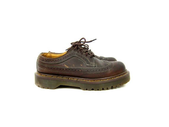 Vintage Doc Martens Wing Tip Shoes Brown Leather Chunky Lace Up Oxfords Made In England Yellow Stitching Doc Marten Shoes UK 6 US 8 8.5