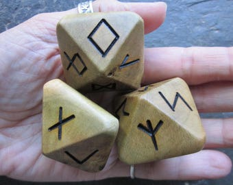 Unique and Exclusive, Natural Wood - Rune Dice - in Ivy Wood. Set 109.