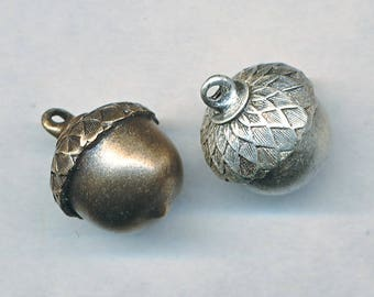"ACORN CHARM, DIMENSIONAL---5/8""  4 pieces"