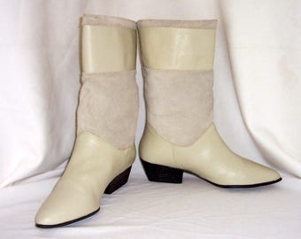 Sz 10 Women Vintage Egg shell white leather and suede 1990s flat slouch boots.