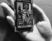 Katze Tod Tarot-Karte-Anstecknadel in Silber und schwarz