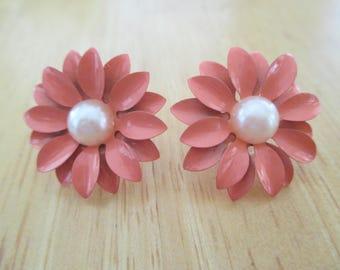 Vintage costume jewelry  /  flower pierce earrings