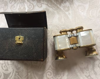 Berlin Oigee opera glasses with case