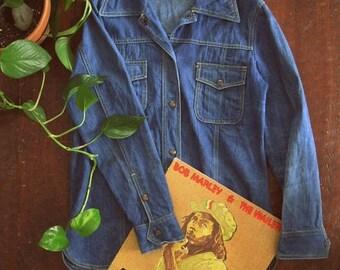 Spring SALE Vintage 70s denim shirt jacket / Unisex Boho Hippie denim jean shirt
