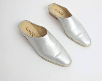 1990s Leather Mules Metallic Silver Shoes Slip On Backless Slides Vintage Pointy Toe Flats Minimalist Leather Clogs Size 8.5 E8037