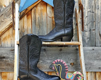 vintage, black cowgirl boot by Ariat, size 9