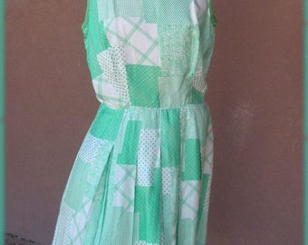 VINTAGE 1960s - White and green sleeveless silk dress
