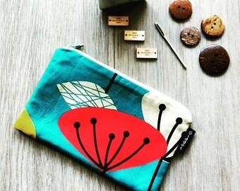 Sale - Retro Spring Flower Bag - Retro  Pouch -  Make Up Bag - Gadget Zipper Bag