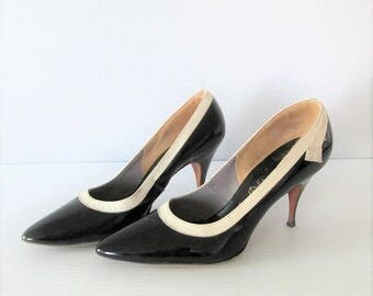 60% OFF SALE Vintage 1950's Black and Cream Stiletto Heels / Size 7 Woman's Esquire Shoes DeLiso Debs Pumps