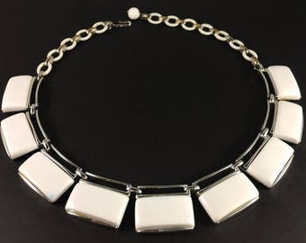 White Lisner Necklace, Mid Century Jewelry, Vintage Jewelry, Lisner Lucite Choker, Lisner Jewelry, Adjustable Thermoset Vintage Necklace