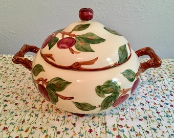 Beautiful vintage Franciscan apple appleware soup tureen with lid!