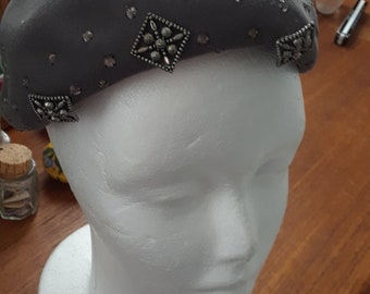 1950s Deadstock Gray Wool Felt Beret, Embellished Hat, Beading, Rhinestones, NOS, Grayce Hats