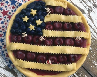 American Flag Pie Candle - Cherries and Blueberries