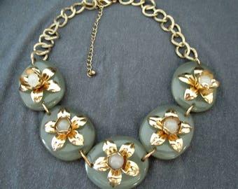 bib necklace, flower necklace, vintage necklace, vintage jewelry, statement necklace, statement jewelry, green necklace, celadon green