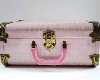 Pink Train Case, Carry On Traveler, Vintage Pink Plaid Luggage, Cosmetic Case, Carry On Luggage, Makeup Carry All, 50s Worcester T&S Case