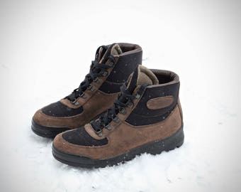 Amazing vintage Vasque Sundowner Skywalk Hiking Boots- Made in Italy- Size 8 M (Men's Reg.) may fit trans/ genders check measurements