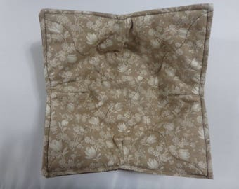 """Ivory Flowers on Light Taupe - 8"""" Quilted Bowl Cozy"""