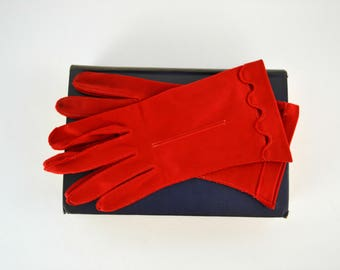 1960s Lipstick Red Wrist Length Gloves Scalloped Keyhole Accent