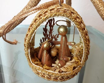 Vintage Diorama Nativity Ornament Egg Shape Wood Figurines  Hand Crafted Gold Brocade