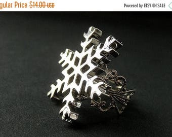 SUMMER SALE Snowflake Ring. Christmas Ring. Snow Flake Ring. Silver Adjustable Ring. Holiday Jewelry. Handmade Jewelry.